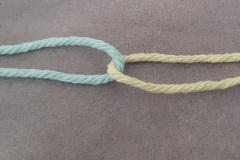 Interlock the weft threads