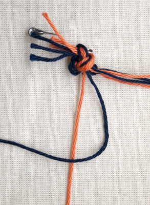(Double) left knot - step 1