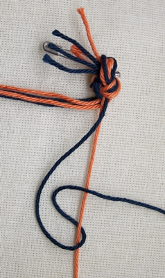 (Double) right knot - step 2